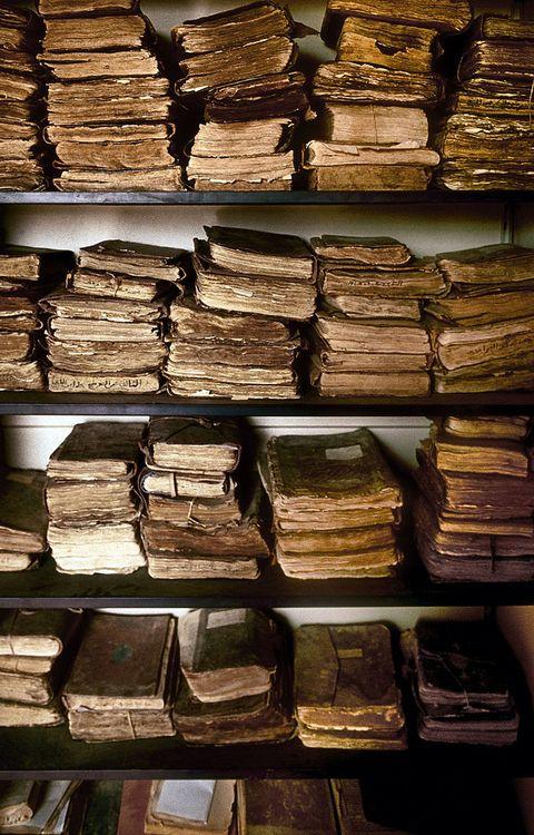 Manuscritos antiguos en una de las bibliotecas en peligro de extinción de Chinguetti, Mauritania