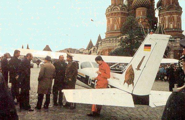 Mathias Rust después de aterrizar junto al Kremlin