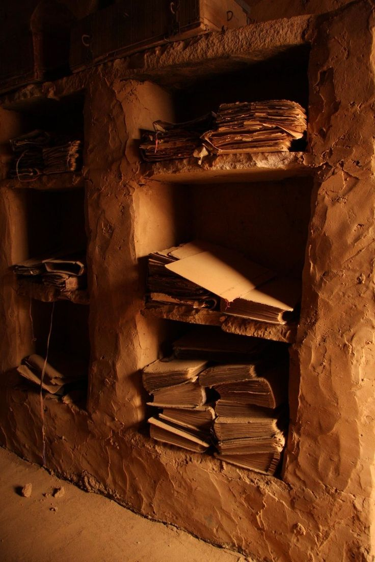 The lost libraries in the desert. Vía MessyNessy Chic